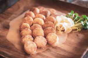 DeLille-Auction-Dinner-Mini-Dungeness-Crab-Cakes-LR-3-1